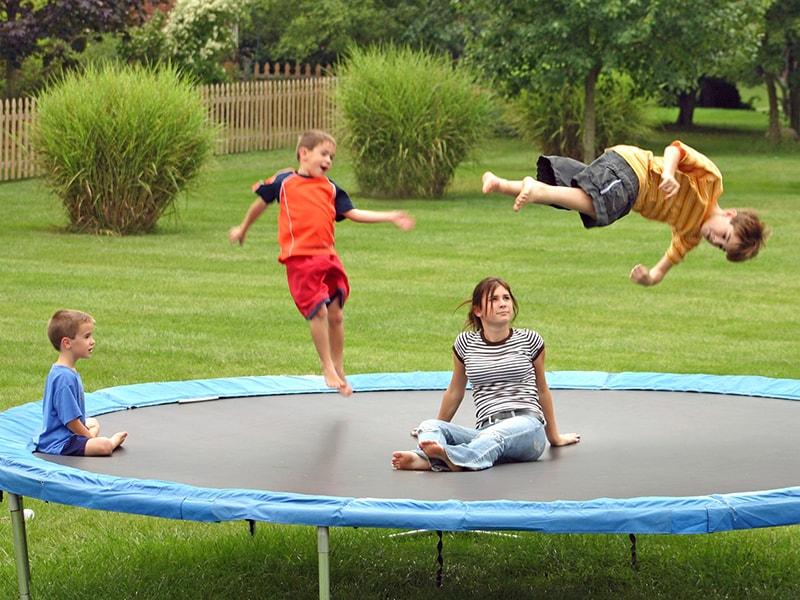die trampolin gefahr verletzungen nehmen drastisch zu. Black Bedroom Furniture Sets. Home Design Ideas