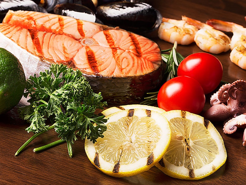 Med Diet With Nuts, Olive Oil Linked to Better Cognition