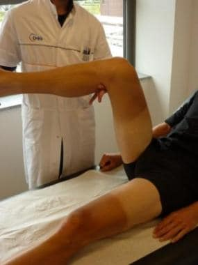 Checking rotation of the hip in passive mobilizati