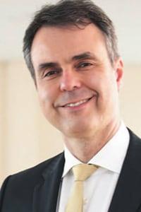 Dr. Carlos Gil